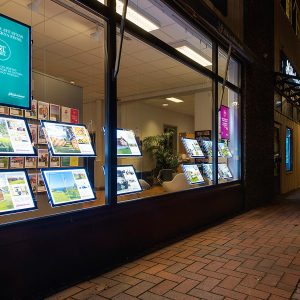 VitrineMedia LED Displays Schaufenster Immobilienmakler