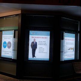 Leuchtendes Schaufenster Display für Immobilienmakler
